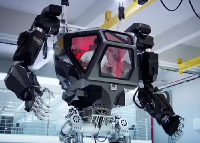 Южная Корея показала прототип пилотируемого робота