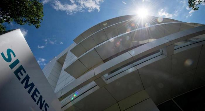 За крупным проектом Siemens кредитор наблюдает из космоса