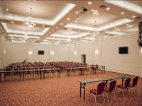 В чем преимущество конференц-зала при гостинице?