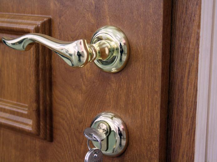 Когда и как сменить дверной замок на новый?