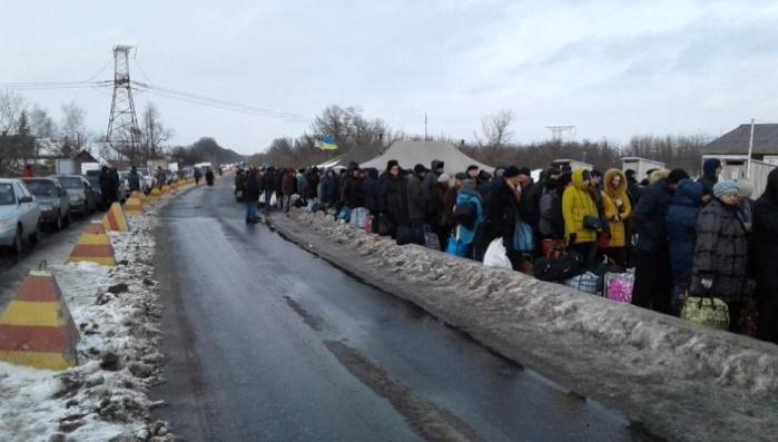 """Женщину, помилованную Порошенко, передали представителям """"ДНР"""""""